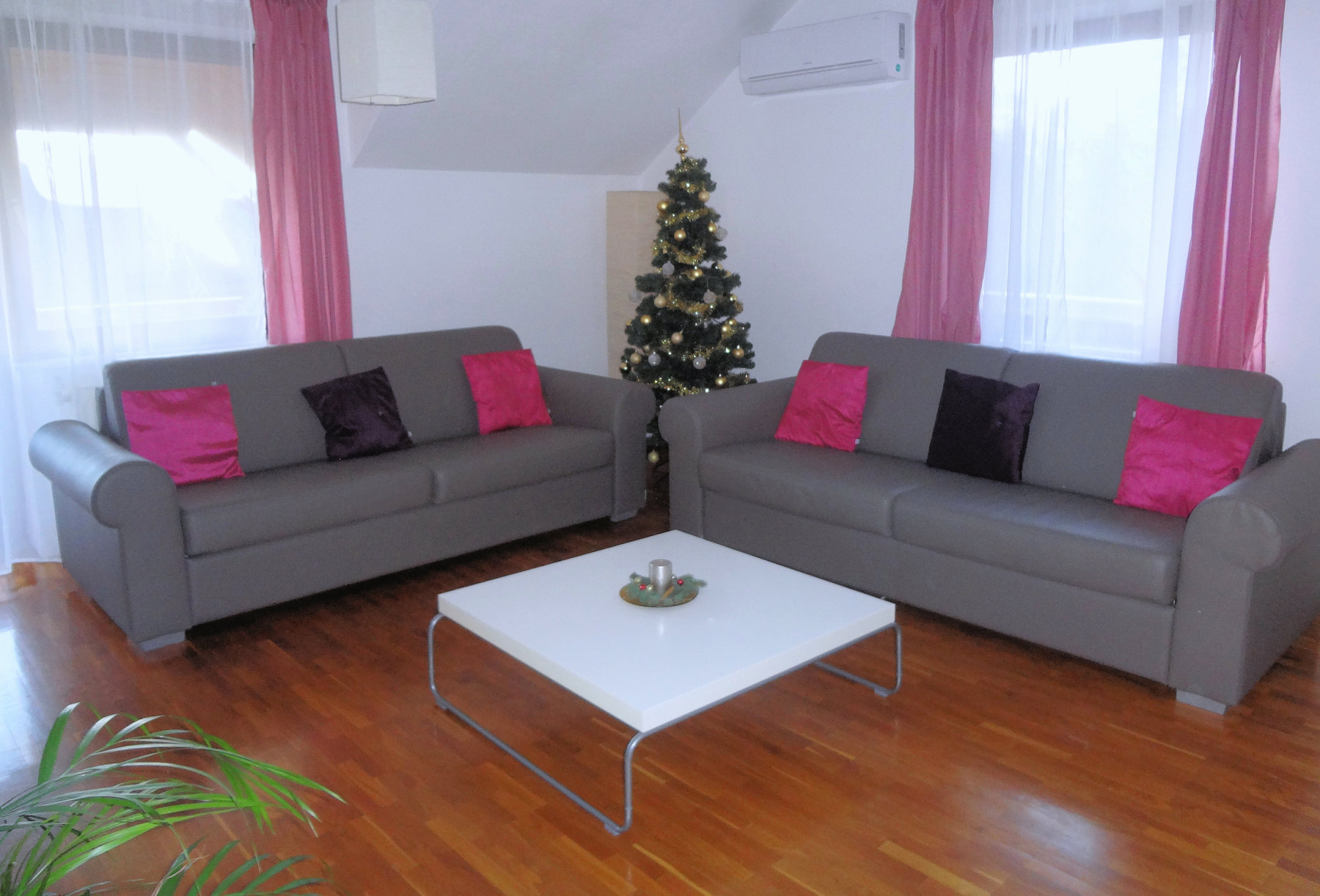 Living room of Apartments Fine Stay with a Christmas tree in the corner
